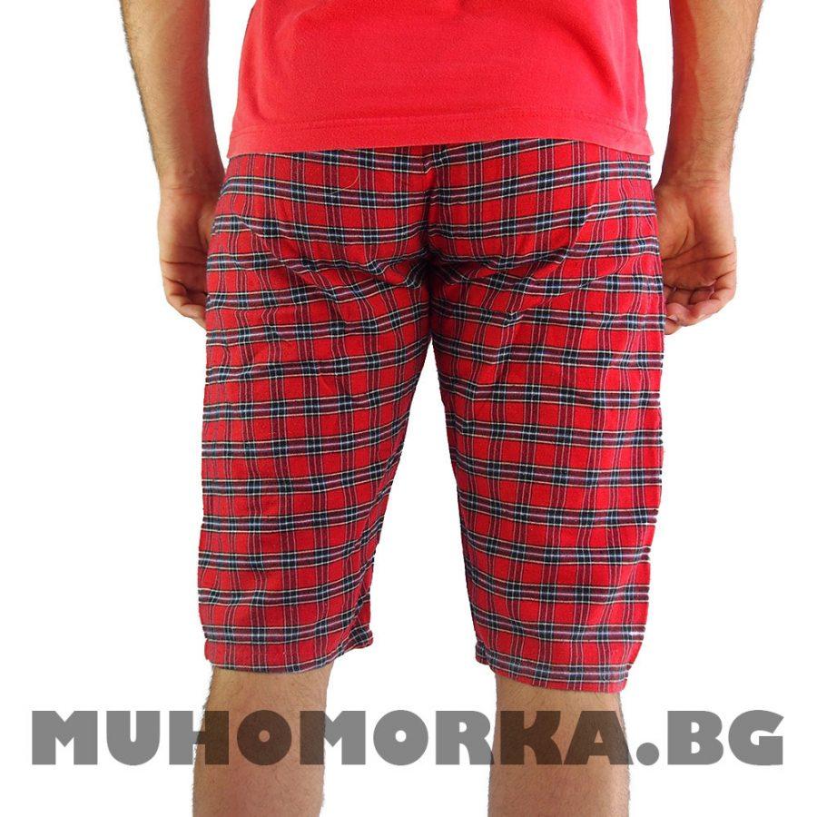 червени шорти каре