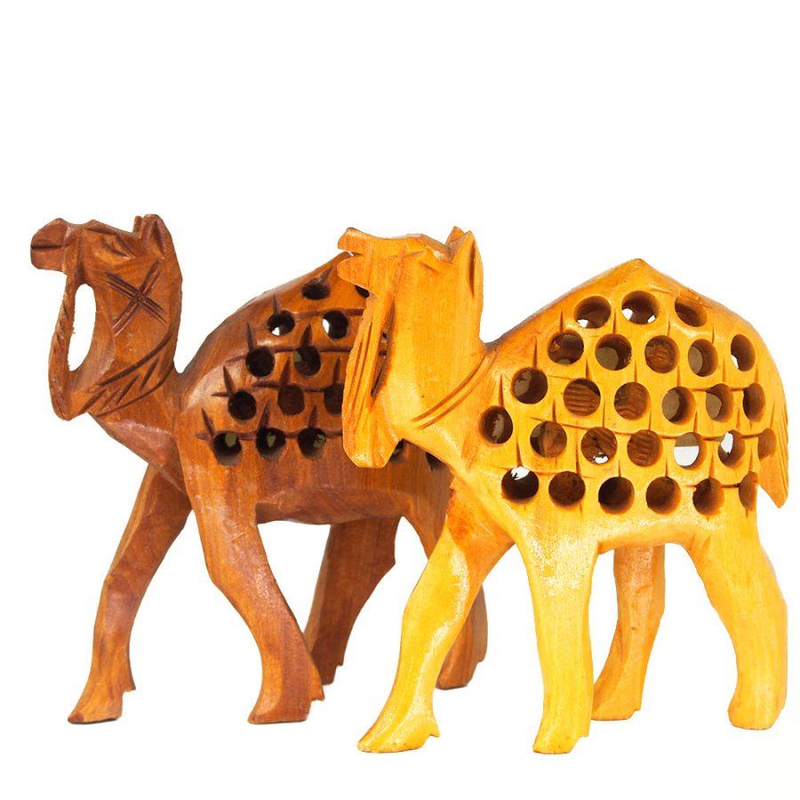 камил статуетка