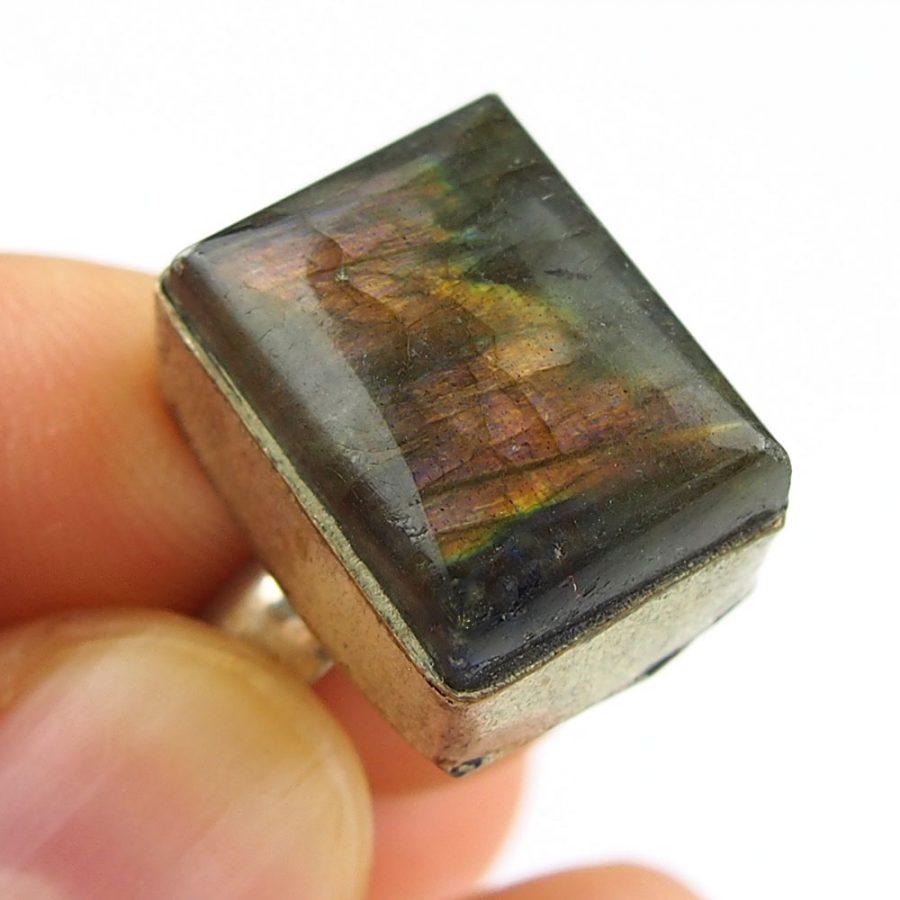 пръстен с огнен лабродарит