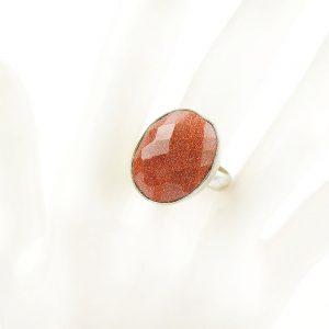 пръстегн с блестящ камък