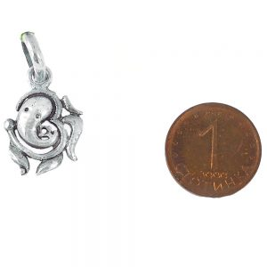 медальон ганеша и символ ом
