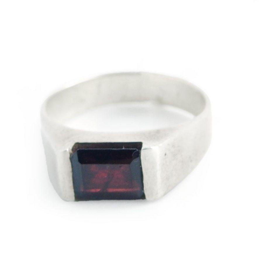 пръстен с гранат сребро 925
